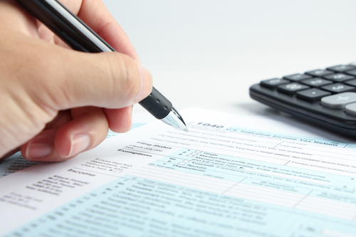 12 common tax problems to avoid, tax mistakes, tax error, Tax form financial concept, wrong filing status, 1040, form 1040, 1040 form